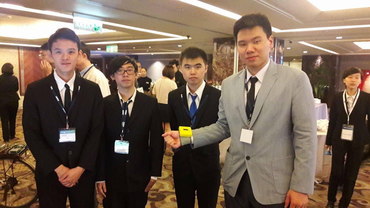 亞東技術學院學生設計智慧醫療監測系統,榮獲競賽亞軍。圖/蘇奕菲攝