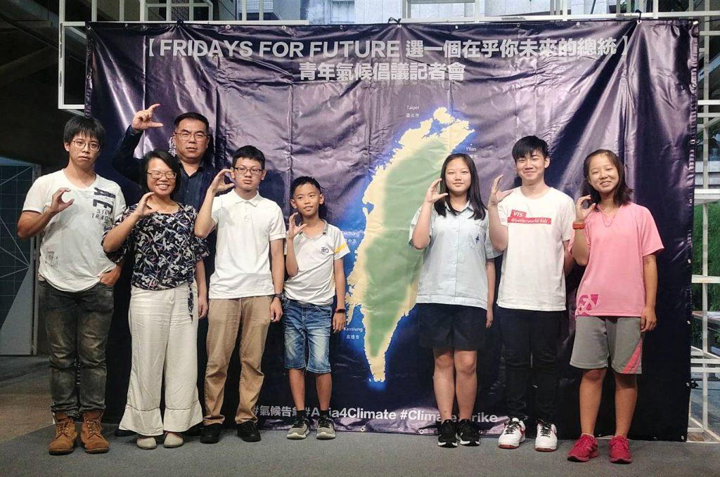 本次記者會中各年齡層發言人呼籲社會關心氣候,並向總統候選人表達青年的訴求。圖╱黃婕攝