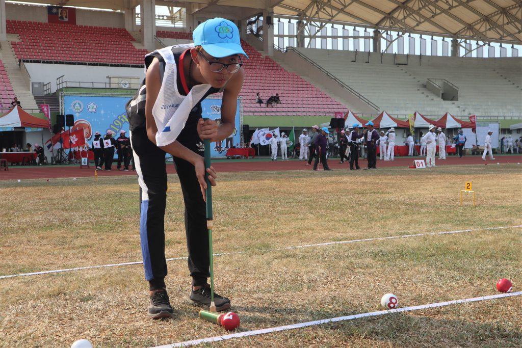 參與2019 年雲林國際槌球錦標賽,來自建國科技大學學生姚朝隆,從國中接觸槌球至今已有七年球齡。 圖/黃婕攝