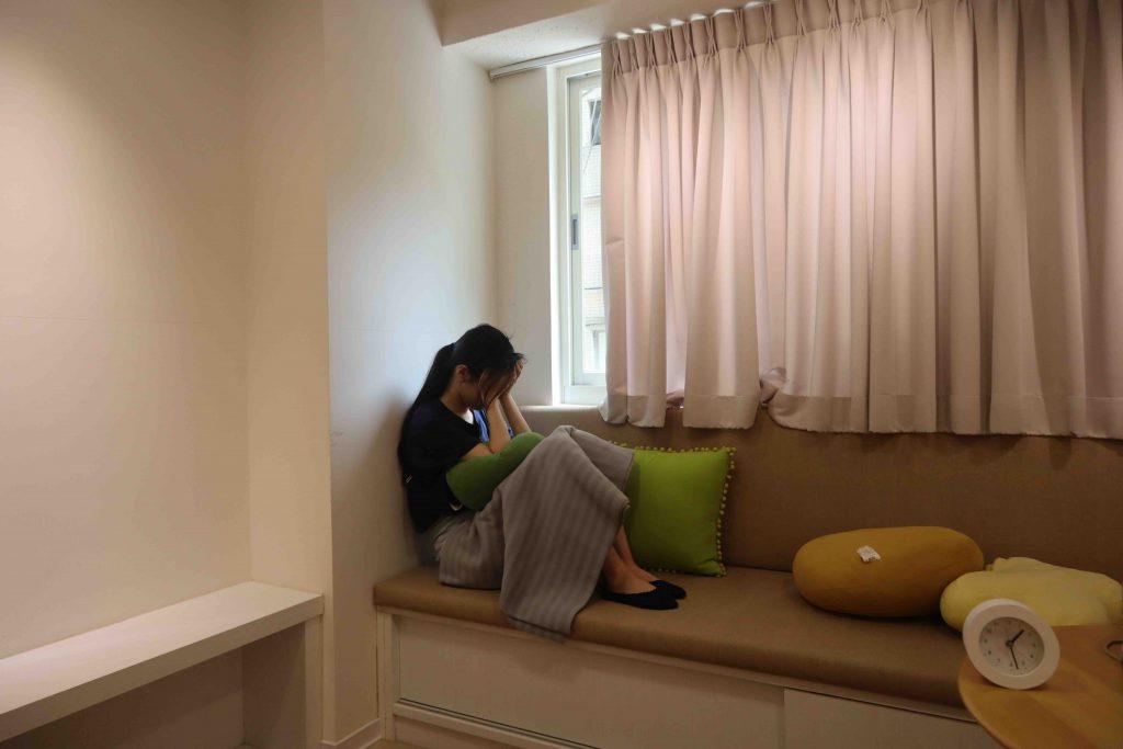 心理諮商需求與日俱增,但現行的健保制度,讓無法標準化的心理治療成為難解問題。圖為示意圖。 圖/劉庭莉攝