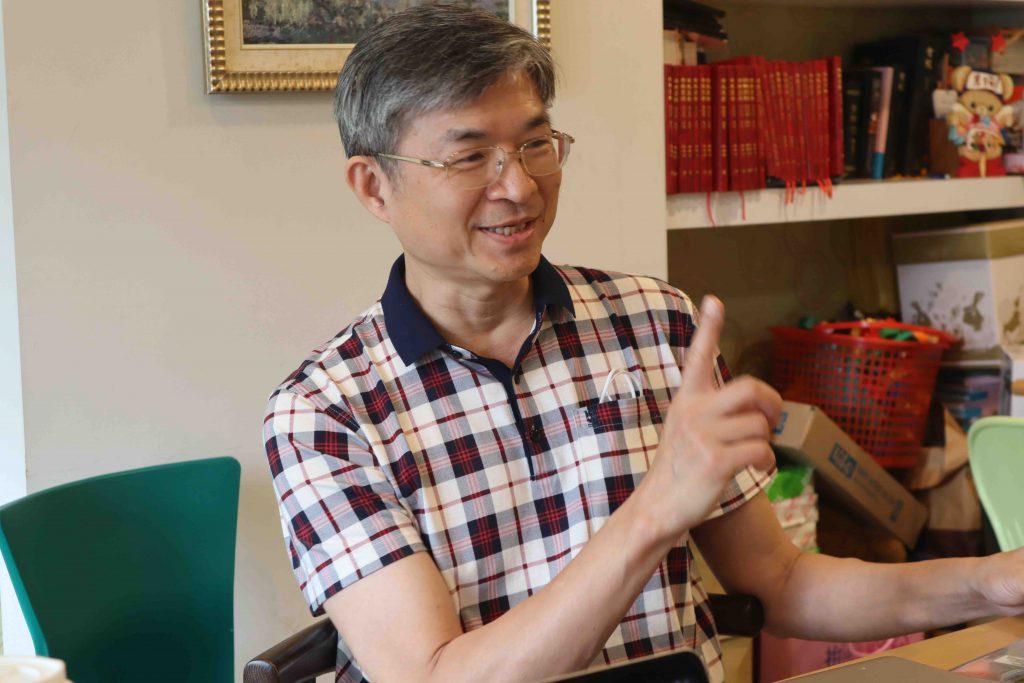 在宜蘭開業的精神科專科醫師劉光中解釋,自費項目會有地區差異。以自家診所為例,價碼就比台北來的低。 圖/白欣攝